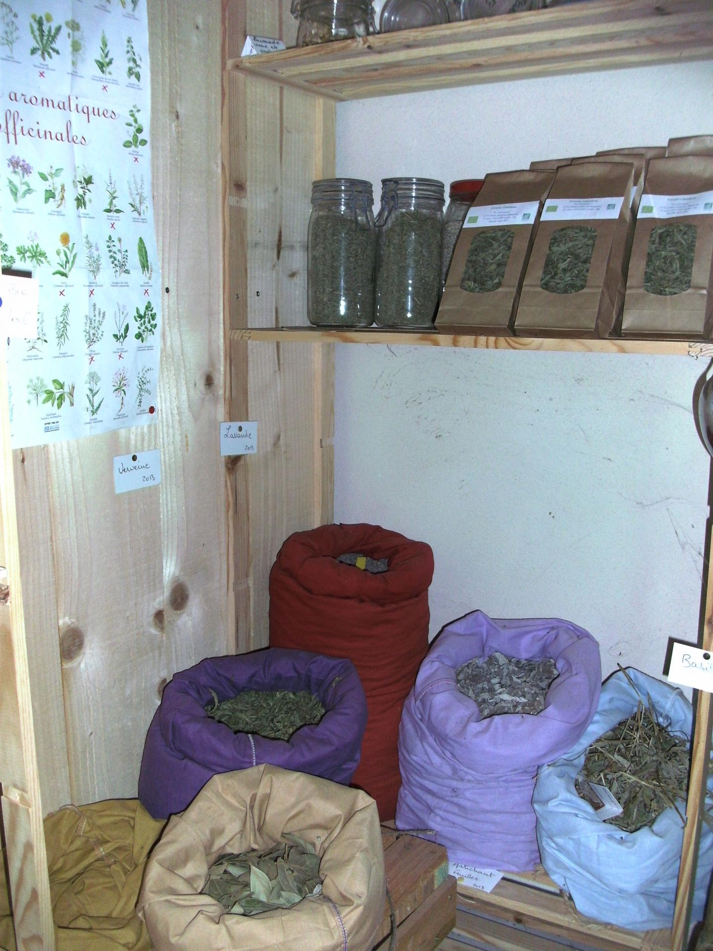 Tisanes, plantes aromatiques et officinales